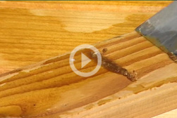 Comment décaper mes volets peints et mes meubles en bois?